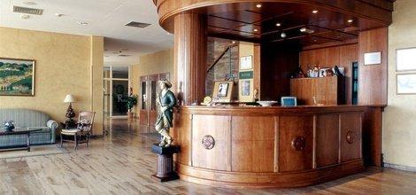 REZEPTION RUND UM DIE UHR Hotel ATH Cañada Real Plasencia