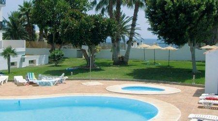 Schwimmbecken ATH La Perla Hotel